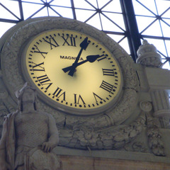 6 foot glass clock at Union Station clock in Washington DC
