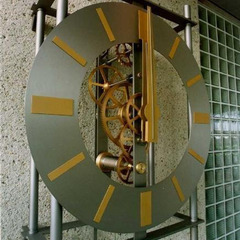 Exposed gear mechanical clock clock made using brass and stainless steel
