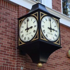 Southern CA three sided illuminated street clock