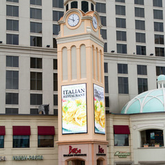 Hilton hotel Niagara falls hotel clock, Niagara Falls Canada
